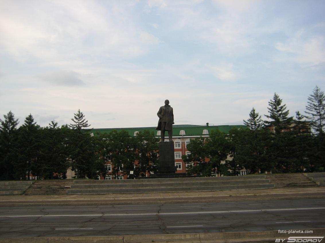 Памятник Ленину г. Биробиджан