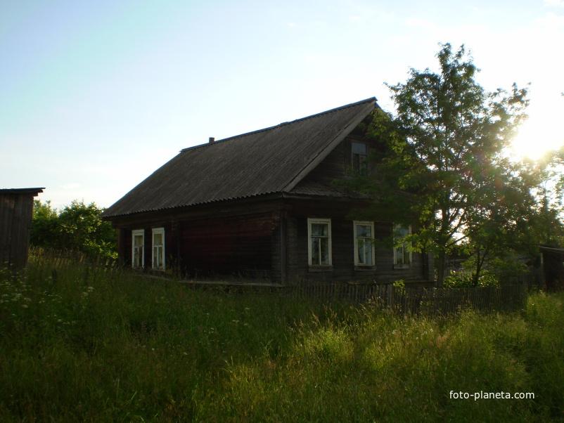 Дом с рябинкой под окном