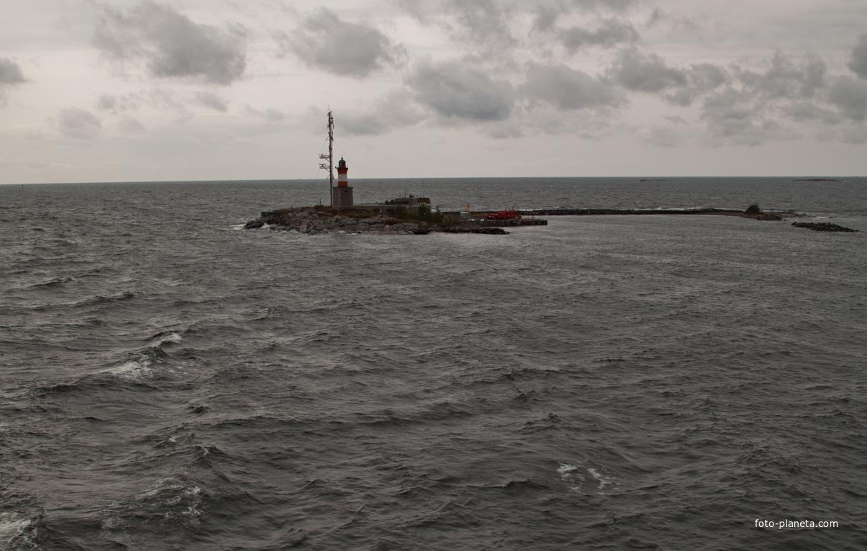 Остров - маяк