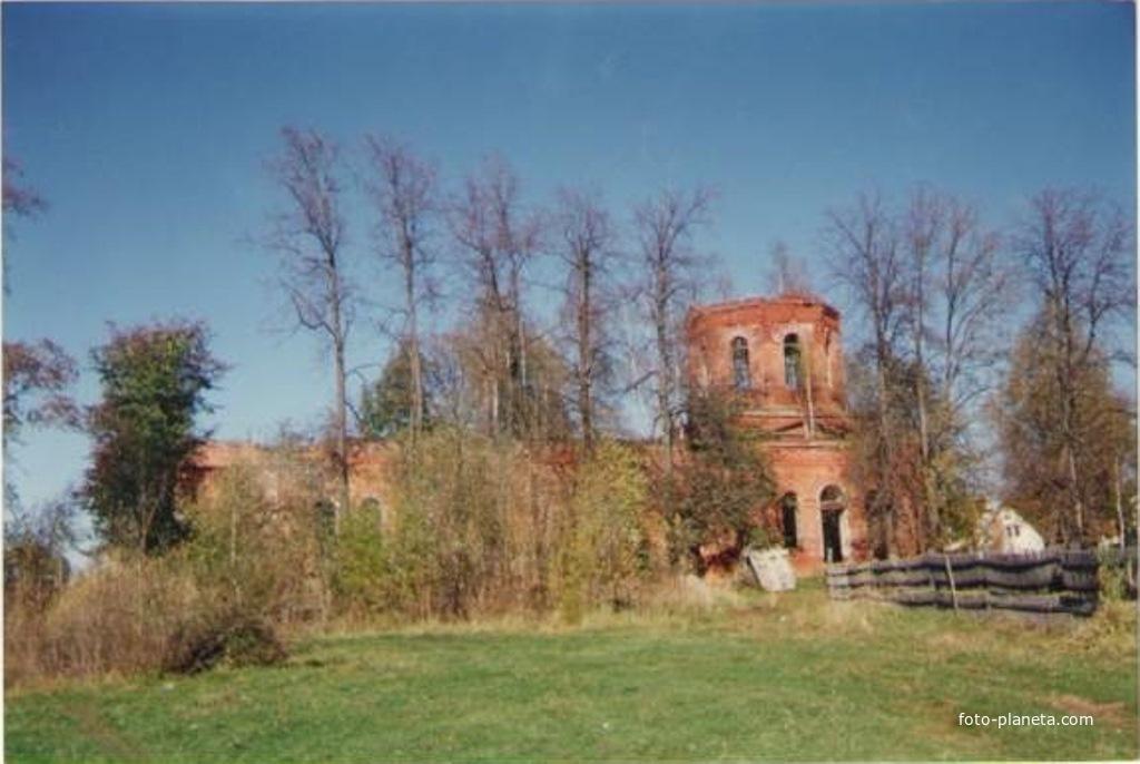Троицкий храм в Шарапово летом 1994г.