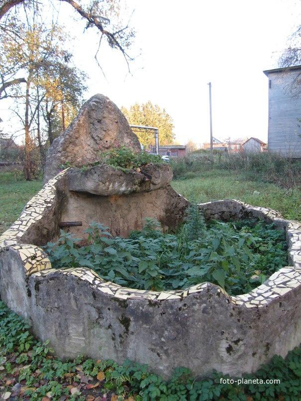 Паша, ул Советская, здесь раньше был фонтан с барельефом льва