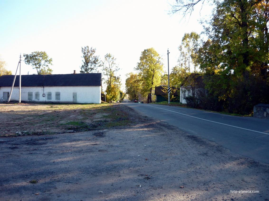 автостоянка на месте бывшей школы | Новый Погост (Миорский район)