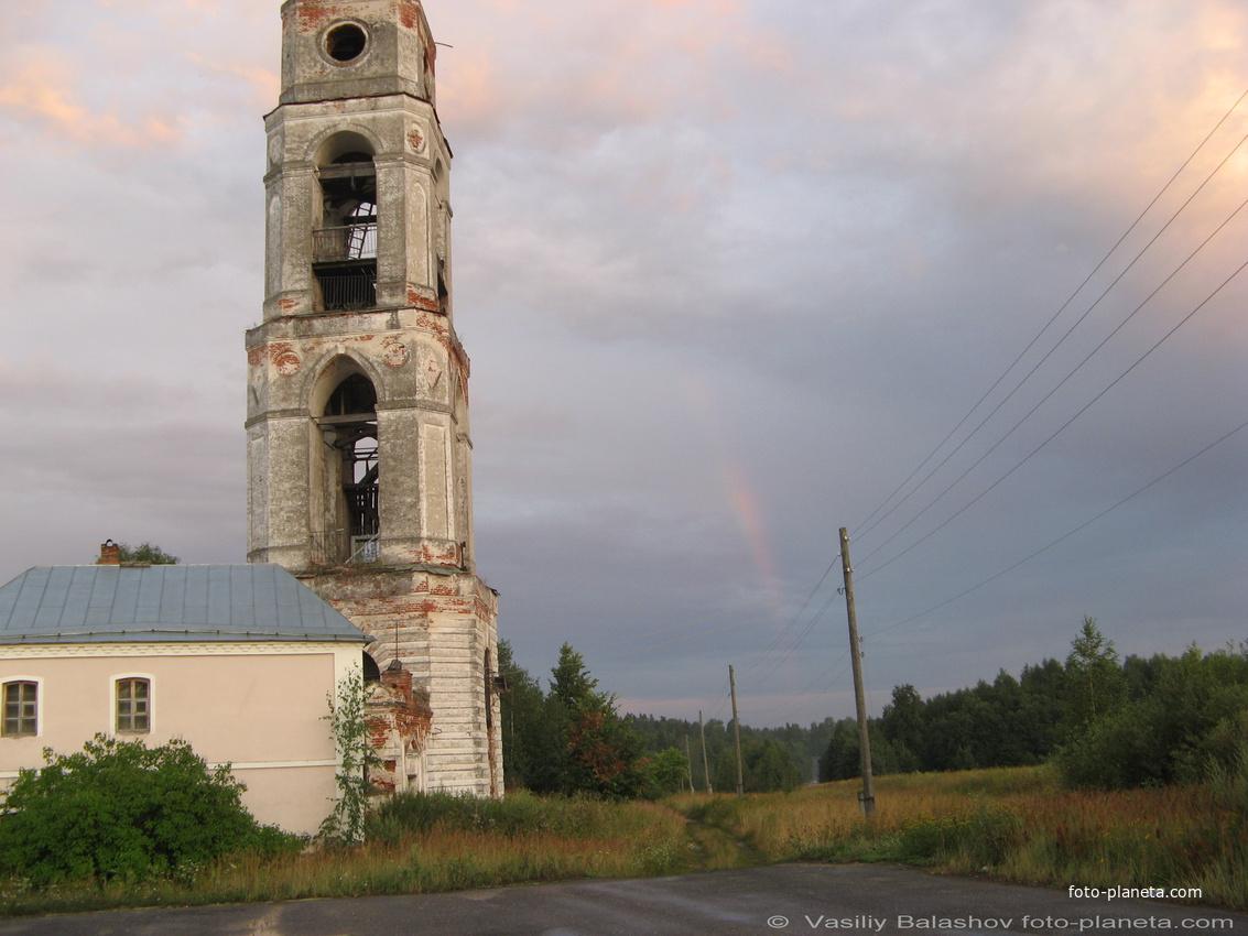 Церковь Воскресения Христова в Рощине