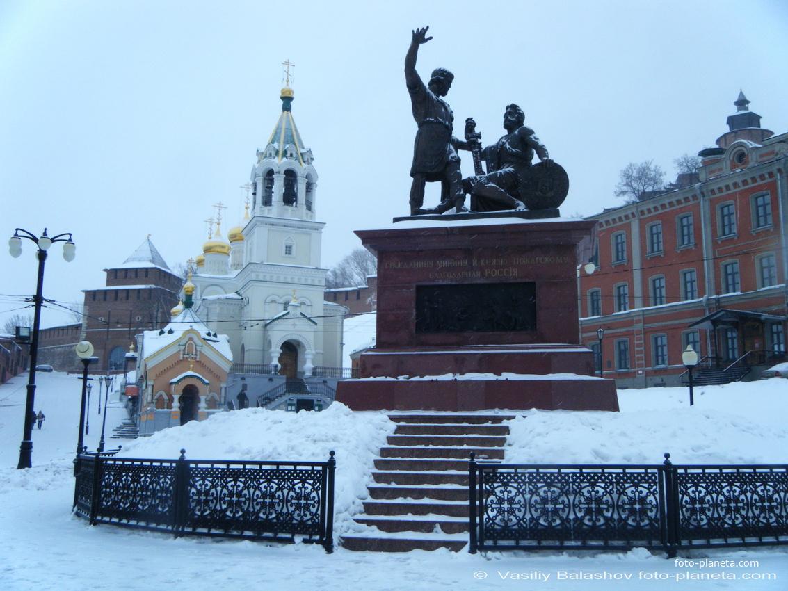 Нижний Новгород. Церковь Иоанна Предтечи, памятник Минину и Пожарскому