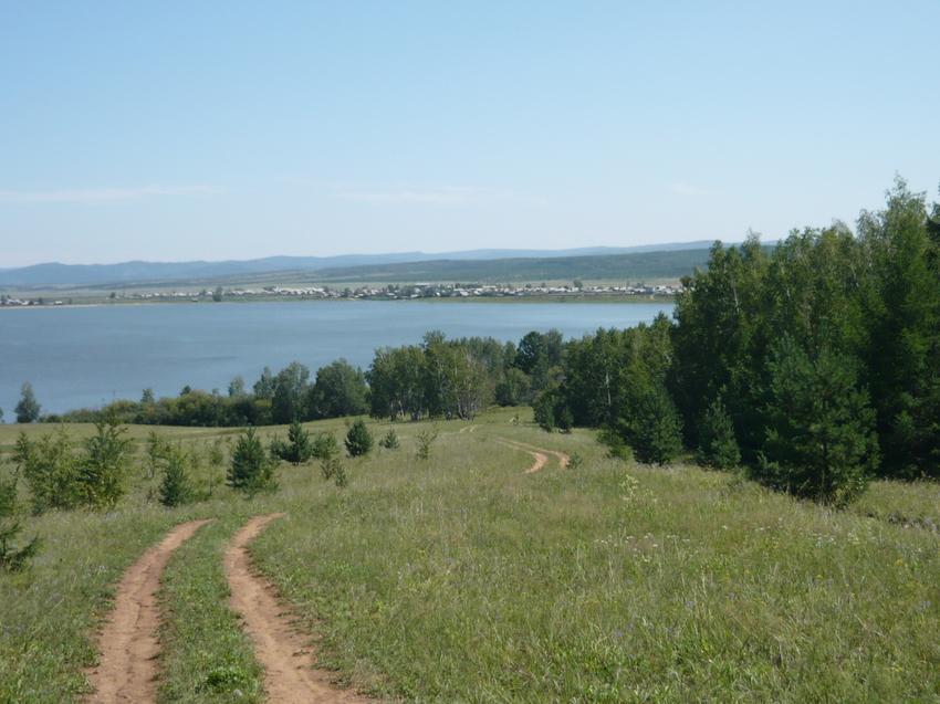 Вид из-за озера