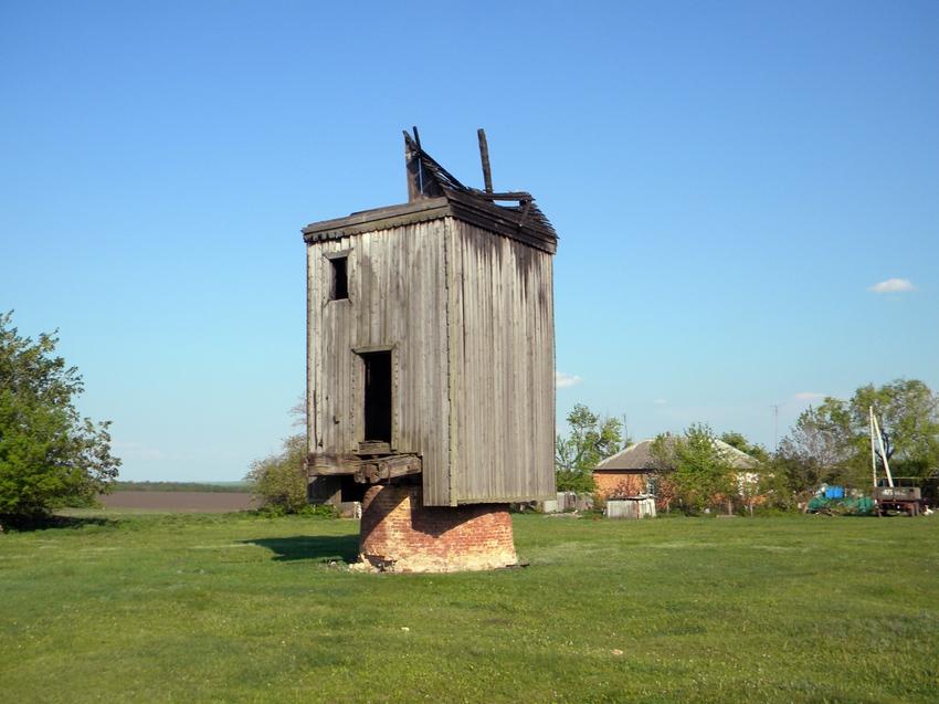Заброшенная ветряная мельница в селе Демидовка