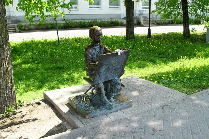 Скульптура мальчика