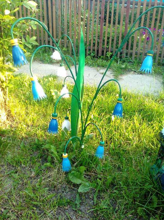 Светильник во дворике