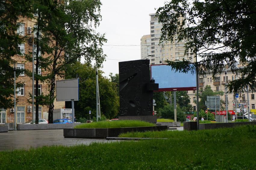 Памятник академику Александру Михайловичу Прохорову