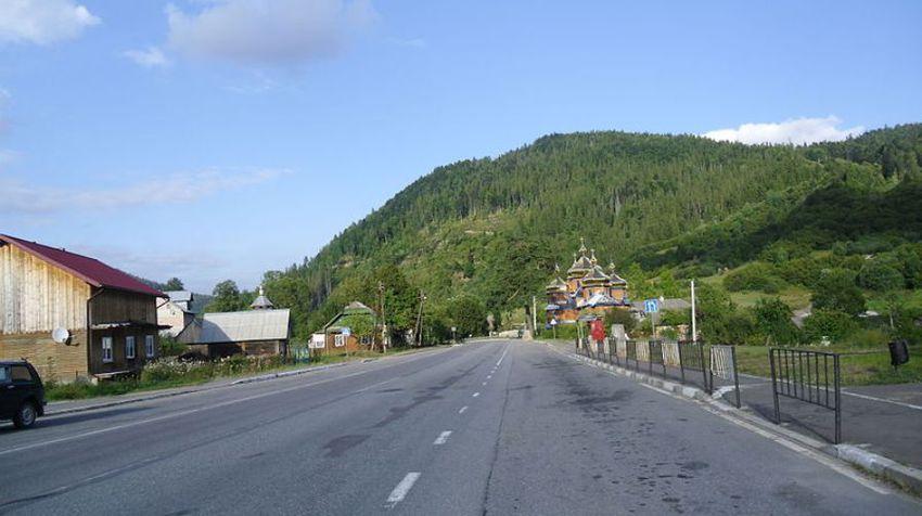 Село Козьова Сколівського району вздовж шосе M06.