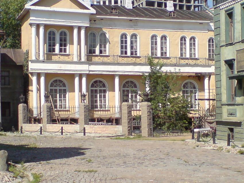 Экскурсия по Мосфильму, 2007, декорация старого города.