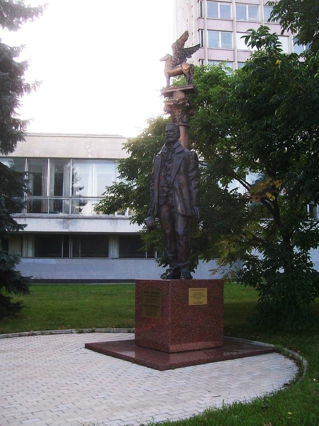 Памятник американскому поэту Уолтеру Уитмену.