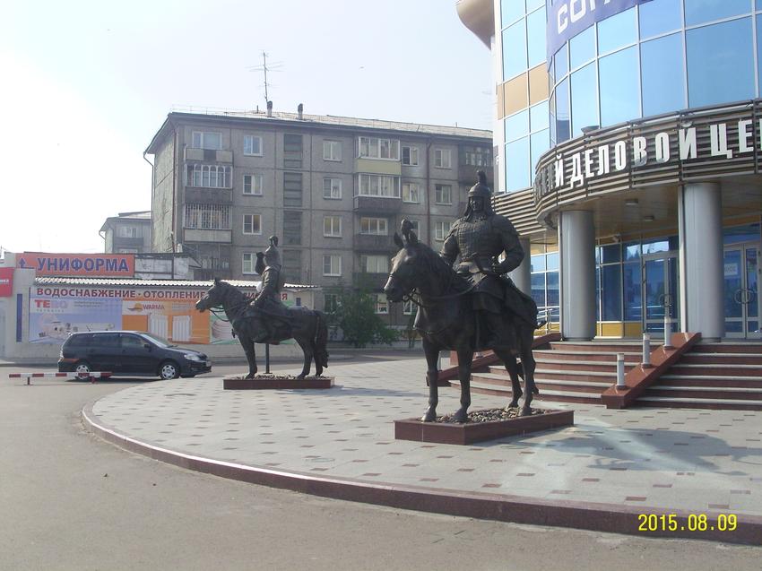 Статуи воинов хишигтэнов (гвардейцев) в Улан-Удэ