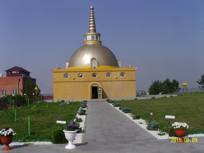 """В дацане """"Ринпоче Багша» в Улан-Удэ. Одна из действующих ступ Будды"""
