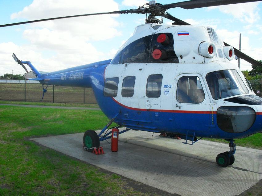 вертолёт МИ-2 в музее гражданской авиации