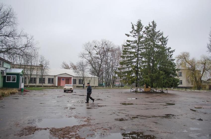 Ладинка. В центре села.