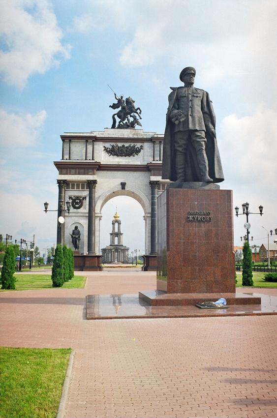 Курск. Памятник маршалу Советского Союза Г. К. Жукову. 13 июля 2004 года