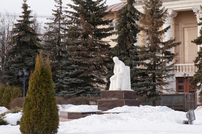 Памятник Ленину у ДК Московского коксогазового завода