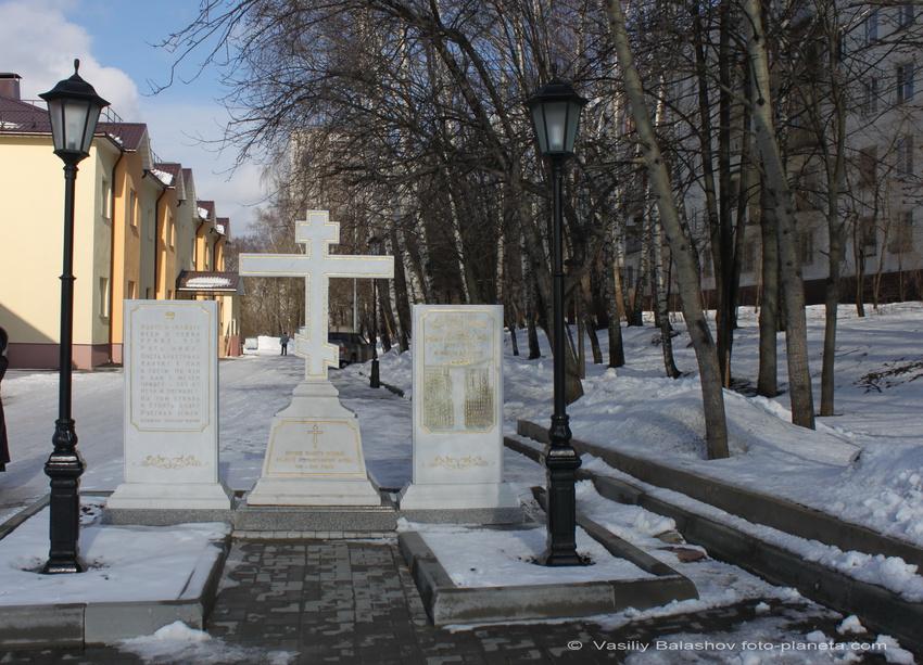 Памятник воинам, павшим в Великой Отечественной войне у церкви Александра Невского.