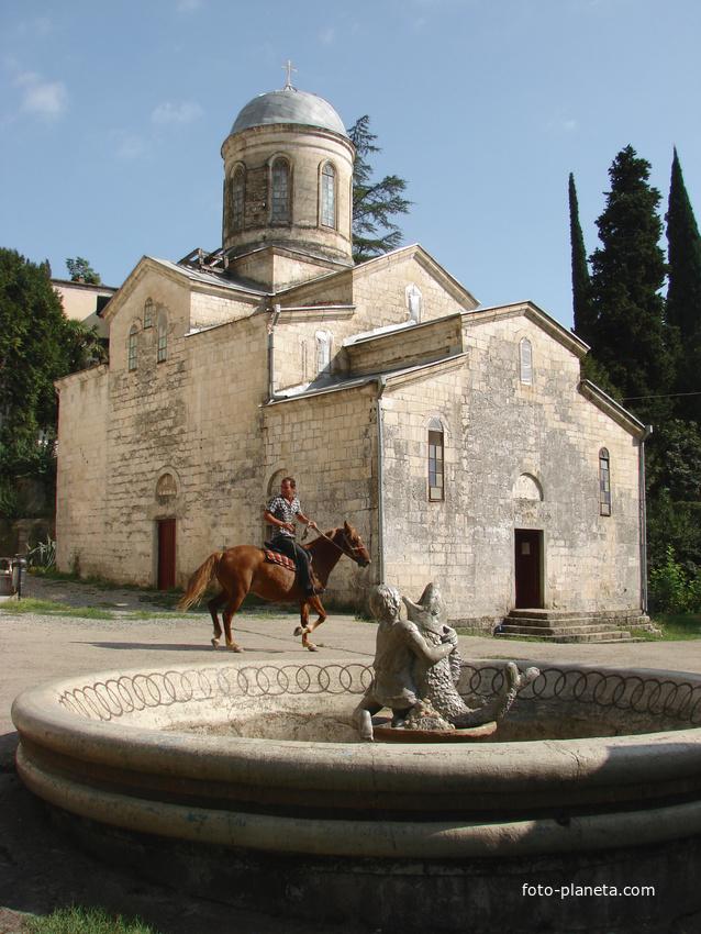 Церковь Святого Апостола Симона Кананита.