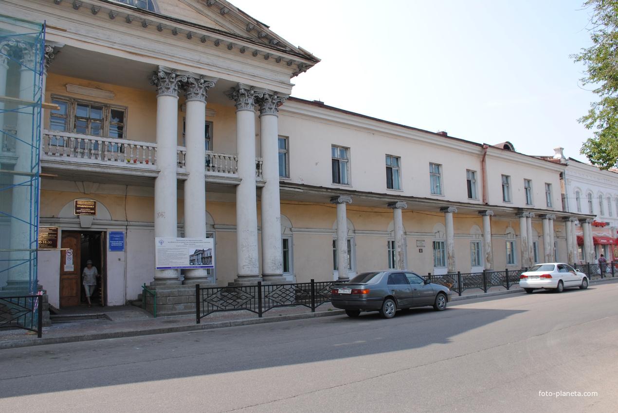 Ул. Куйбышева, городская поликлиника №1.