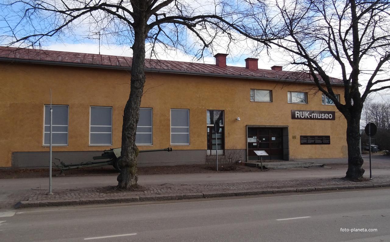 Улица Кадеттикулункату. Музей школы офицеров запаса