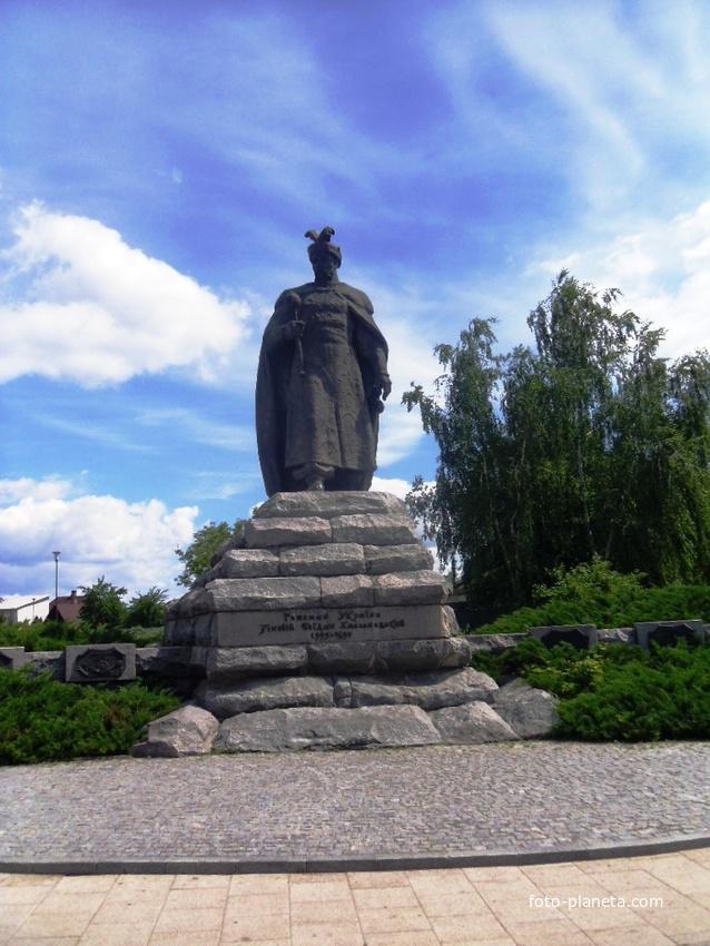 Памятник Богдану Хмельницкому на одноимённой площади.