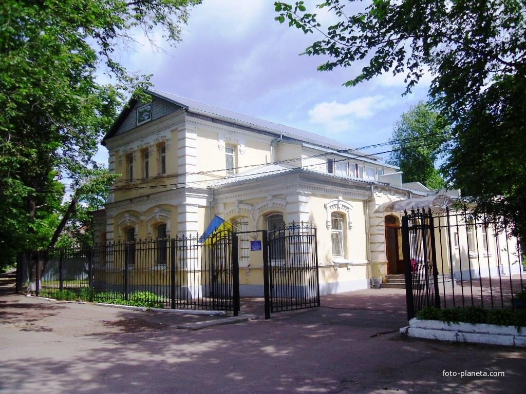 Центр научно-технического творчества ученической молодежи в Черкассах.