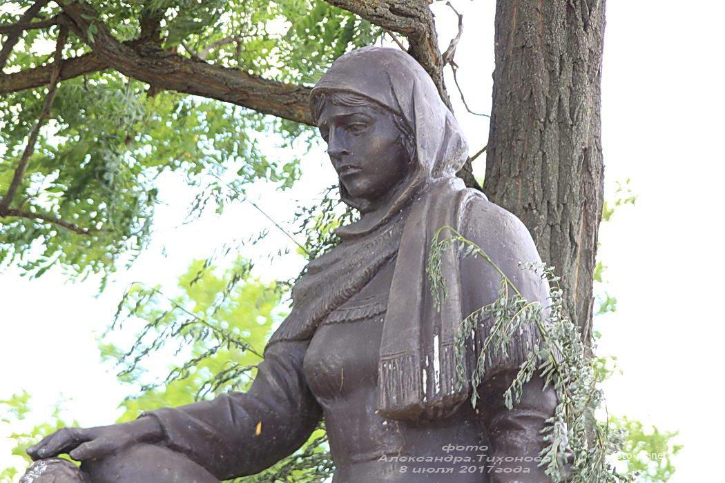 Братская могила воинов ВОВ на ул. Гагарина | Родники