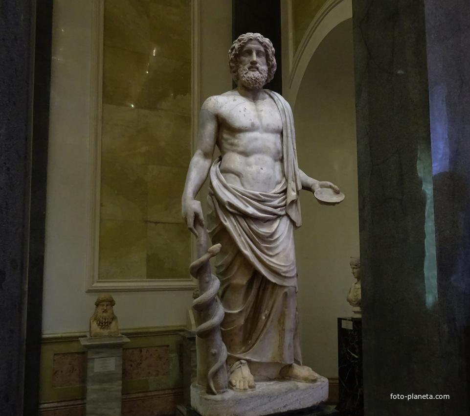 Зал Афины. Статуя Асклепия - бога здоровья. | Музей Эрмитаж