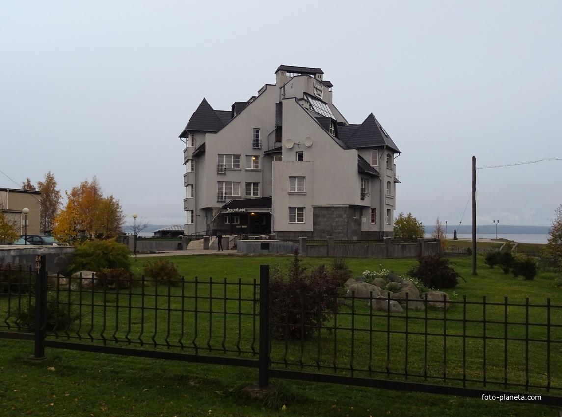 """Улица Федосовой. Отель """"Онежский замок""""."""