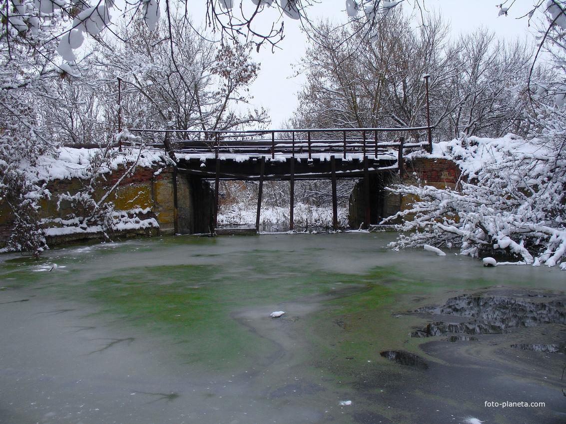 """""""Железный мост"""" поздней осенью"""