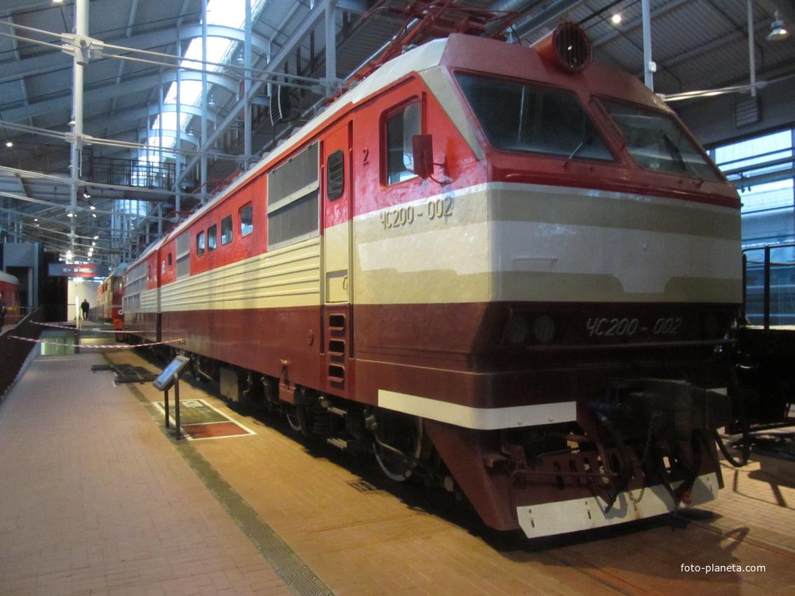 Музей железных дорог России. Скоростной пассажирский электровоз, год выпуска 1975