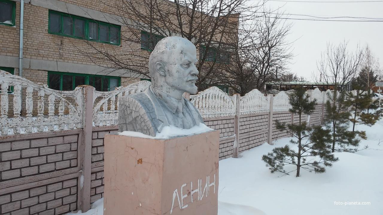 Бюст В.И.Ленина | Шахово (Кромской район)