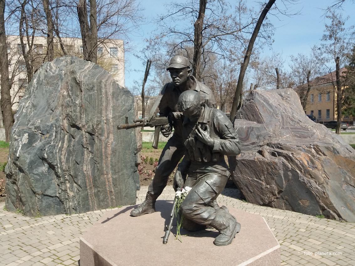 Памятник правому рулю во владивостоке фото тяжелая